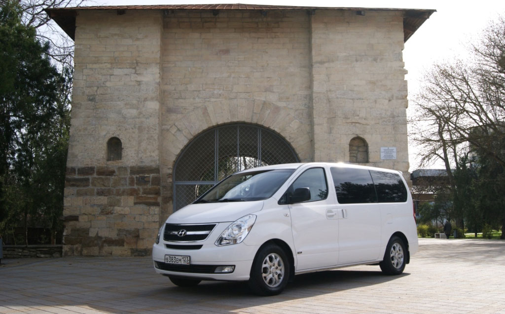 Hyundai  Grand Starex белый 1.JPG